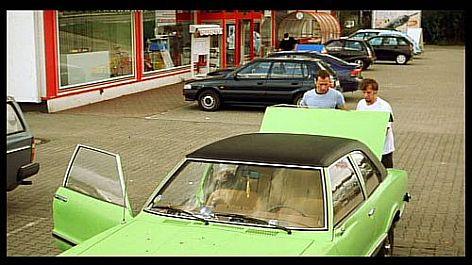 Keek und Andy finden die Leiche im Kofferraum