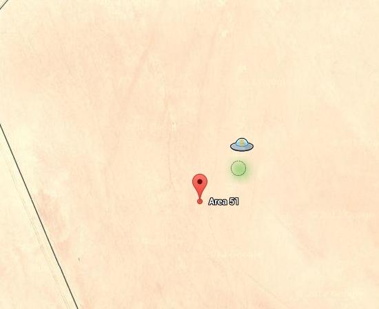 Pegman im UFO über der Area 51