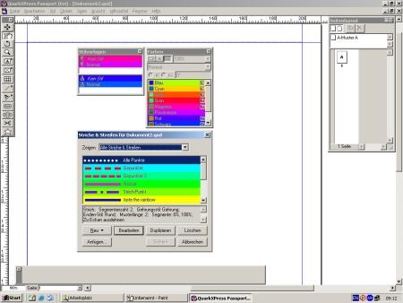 verschiedene farbige Boxen auf der Arbeitsfläche